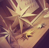 origami stars - xmas window. A Installations project by Maite Abarizketa Larrañaga - Jan 05 2014 12:00 AM