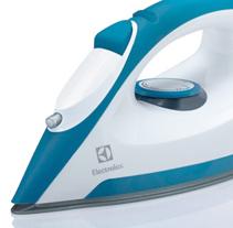 ELECTROLUX - DRY IRON. Un proyecto de Diseño, 3D, Diseño industrial y Diseño de producto de Muka Design Lab  - 23-07-2014