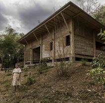 Casa de Bambú en Manabí, Ecuador - Arquitectura Vernácula. Un proyecto de Fotografía, Arquitectura y Artesanía de Juan Alberto Andrade Guillem         - 27.12.2014