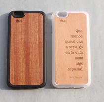 Fundas de madera personalizadas e integradas en carcasa flexible. Un proyecto de Artesanía de Vica  - 14-09-2015
