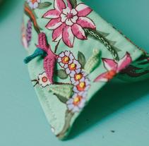 """""""Embroidery Folk"""" Un viaje bordado por el mundo.. Un proyecto de Diseño, Ilustración, Diseño de complementos, Dirección de arte, Artesanía y Bellas Artes de Señorita Lylo - 01-03-2016"""
