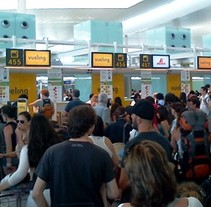 Afectados por Vueling aeropuerto del Prat. Um projeto de Cinema, Vídeo e TV, Multimídia, Vídeo e TV de Adrià Salido Zarco         - 08.09.2016