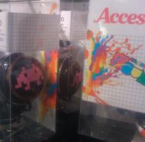 Headphones Blanco. Un proyecto de Diseño, Ilustración, Diseño de complementos, Dirección de arte, Moda y Diseño gráfico de zstudio - 03-02-2012