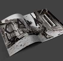 Maquetación Robert Capa. A Editorial Design project by Mireia Bogaz         - 06.12.2016