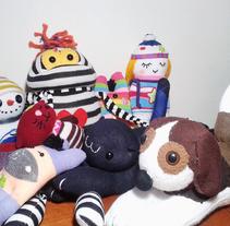 """Mi proyecto: """"Sock Toys"""" Muñecos de  guantes y medias.. Un proyecto de Diseño, Diseño de personajes, Artesanía y Diseño de juguetes de María González - 04-08-2017"""